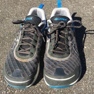 Altra Zero Drop flat wide shoe size 9